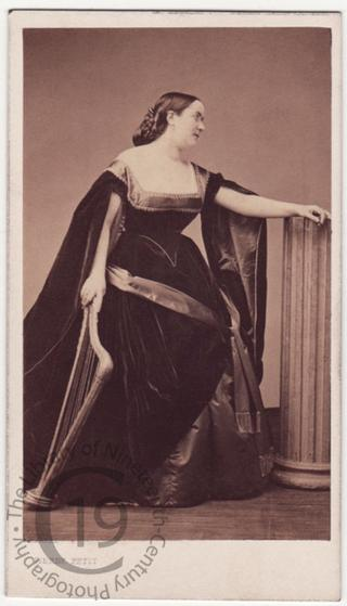 Anne Charton-Demeur with harp