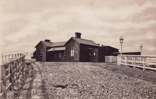 Railway station, Carshalton