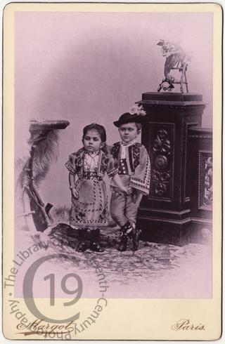 Two unidentified midgets